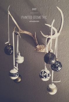 DIY painted geometric ornaments with metallic sharpies Merry Little Christmas, Noel Christmas, Modern Christmas, All Things Christmas, Winter Christmas, Holiday Ornaments, Holiday Crafts, Holiday Fun, Christmas Decorations
