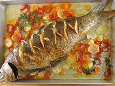 Crap la cuptor - cu lămâie şi usturoi | Epoch Times România Fish Recipes, Recipies, Crap, Martha Stewart, Food, Kitchens, Recipes, Essen, Meals