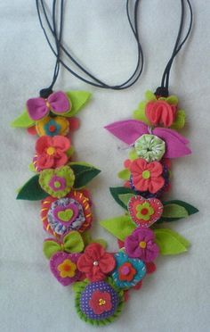 Lovely Felt Flowers and Yo-Yos On a Fun Statement Necklace Felt Crafts, Crafts To Make, Fabric Crafts, Arts And Crafts, Cloth Flowers, Felt Flowers, Fabric Flowers, Felt Necklace, Felt Embroidery