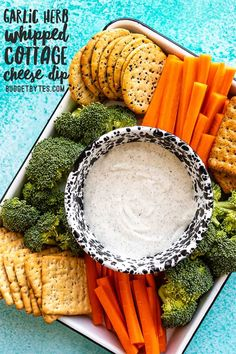 Say goodbye to curds because this Garlic Herb Cottage Cheese Dip is whipped until smooth and creamy for a high protein vegetable and chip dip! Appetizer Dips, Appetizer Recipes, Yummy Appetizers, Healthy Dips, Healthy Dip For Veggies, Healthy Dip Recipes, Healthy Eating, Cottage Cheese Dips, High Protein Vegetables