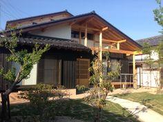 木造住宅の美しいリズム。家の外観。