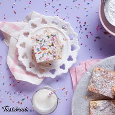 Not possible with this ooey-gooey and oh-so-colorful Funfetti butter cake. Not possible with this ooey-gooey and oh-so-colorful Funfetti butter cake. Baking Recipes, Cake Recipes, Dessert Recipes, Food Cakes, Cupcake Cakes, Cupcakes, Ooey Gooey Butter Cake, Butter Cakes, Bonbon Caramel