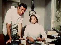 "Ingrid Bergman als Sprechstundenhilfe in ""Die Kaktusblüte"" (Originaltitel: Cactus Flower), USA 1969, Gene Saks #movie #work #film #arbeit"