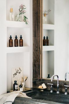 This Pin was discovered by House of Hipsters - Eclectic Home Decor, Interior Design, Styling Expert, Flea Market Finds, Mid-Century Moder . Bad Inspiration, Bathroom Inspiration, Interior Inspiration, Beautiful Bathrooms, Cheap Home Decor, Bathroom Interior, Design Bathroom, Bathroom Styling, Bathroom Colours