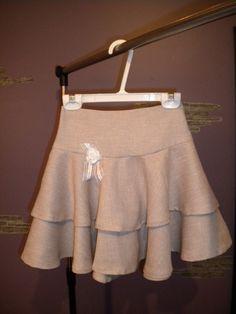 Ruffled skirt with flower, girl