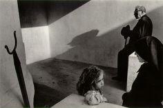 Portogallo, 1976.  (Foto: J. Koudelka)
