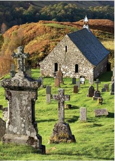 An ancient church and graveyard in the Highlands Outlander, Old Cemeteries, Graveyards, Scottish Highlands, Highlands Scotland, Scotland Castles, Skye Scotland, Beaux Villages, Old Churches