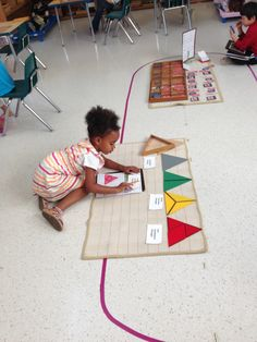 Constructive Triangles (front) and Matching (back) Cooperative Learning, Learning To Be, Preschool Kindergarten, Toddler Preschool, Teaching Methods, Self Motivation, Montessori, Learning Environments, Curriculum
