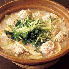 レタスクラブの簡単料理レシピ 寒い日にぴったり!酒粕さけの効果で体の中からぽかぽかに「とりだんごの塩ちゃんこ鍋」のレシピです。