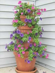Gardening Flowers Tutorial for five tiered flower pot - Create a stunning flower tower for your garden using simple terracotta pots. It's easy to do and makes an extremely beautiful piece for any part of your landscape. Diy Garden, Garden Projects, Garden Pots, Garden Web, Balcony Garden, Bird Bath Garden, Porch Garden, Herb Garden, Wood Projects