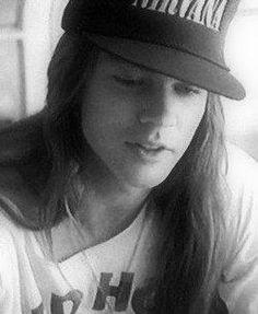 Axl Rose in a Nirvana hat. #axlrose #rockstargallery