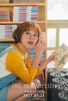 chaeyoung twice yellow J Pop, Nayeon, Kpop Girl Groups, Korean Girl Groups, Kpop Girls, Extended Play, Rapper, Oppa Gangnam Style, Warner Music