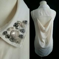 """6 Degrees Jewel Neck HiLo Flowy Top - L Six Degrees of Separation Jewel Collar HiLo Flowy Top Size Large  100% Polyester   Bust 42"""" flat Front Length from top of shoulder to bottom edge 22.75"""" Back length from center back of neck to bottom edge at lowest is 31.25"""" (9"""" drop on the curved bottom edge in back)  Perfect condition from nonsmoking pet free household.   **Shown with NWT Gap Shimmer Tweed Skirt, Size 10, available in another item in my closet / shop. This item is the top only. 6…"""