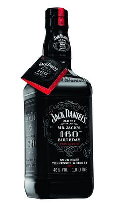 Mr. Jack Daniel's changes his look to celebrate its 160 years and shows off with an exclusive limited edition bottle with a total black look.