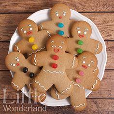 Galletas de jengibre | Gingerbread cookies Gingerbread Man Cookies, Christmas Sugar Cookies, Christmas Snacks, Xmas Food, Christmas Cupcakes, Christmas Cooking, Biscuits, Holiday Cakes, Cookie Desserts