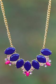 The perfect Spring statement necklace! Want, need, love! You need this to complete your favorite Spring outfits!