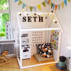 Fürs Kinderzimmer: Weißes Hausgestell als Spielhaus. Auch als Kinderbett geeignet.   #Spielhaus #Kinderzimmer #Hausbett #Holzhaus #Häuschen