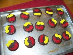 """With Memorial Day right around the corner and summer cookout season coming soon, I thought I'd share these cute little """"hamburger"""" coo. Hamburger Cookies, Come Together, Memorial Day, Picnic, Muffin, Cooking, Breakfast, Birthday, Desserts"""