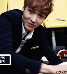 I freaking loveeee Yixing's smike and laugh ❤