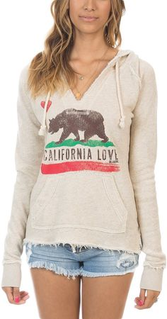 Gotta represent Cali! Everywhere I go someone has a Cali flag logo on their shirt. #california #fashion