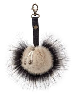 Breloque de Sac en Finn Raccoon http://www.fourrure-privee.com/fr/vente-accessoires-fourrure/accessoires-divers-/breloque-de-sac-en-vison-765