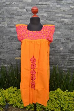 Chiapas Flowered Dress Huipil Dress Mexican Dress   Etsy Mexican Embroidered Dress, Embroidered Clothes, Traditional Mexican Shirts, Mexican Skirts, Short Dresses, Summer Dresses, Ethnic Dress, Beautiful Blouses, Handmade Clothes