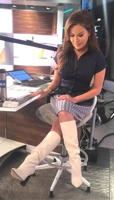 White Thigh High Boots, White Boots, Sexy Boots, Cool Boots, Brown Boots Outfit, Robin Meade, Celebrity Boots, Girls Heels, Stiletto Boots