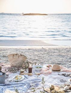 Lovely summer beach picnic inspiration | My Cosy Retreat