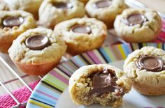Rolo cookie cups have a melting Rolo middle and soft cookie, ready in just 15 minutes. You're going to be love them as much as we do Rolo Cookies, Chip Cookies, Cookie Recipes, Snack Recipes, Snacks, Dessert Recipes, Uk Recipes, Mini Desserts, Sweet Recipes