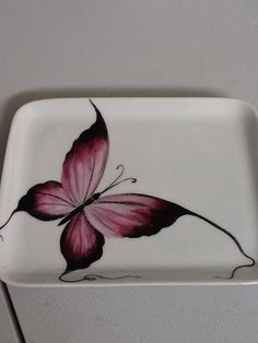 bandeja mariposa Pottery Painting, Ceramic Painting, Fabric Painting, Ceramic Art, Painted Plates, Hand Painted, Paint Your Own Pottery, Wood Burning Patterns, Butterfly Crafts