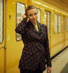 Killing Eve Season 1 Episode 3. Jodie Comer wears Dries Van Noten
