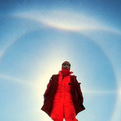 W którą stronę nie możemy spojrzeć stojąc na biegunie południowym? ani na wschód, ani na zachód, ani na południe! Na biegunie południowym każdy kierunek to północ.