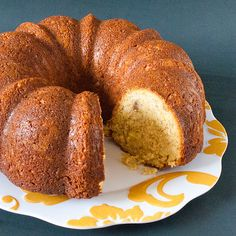 Banana-Bread-Bundt using a cake mix and instant banana pudding Banana Cake Mix, Banana Bundt Cake, Make Banana Bread, Banana Bread Recipes, Cupcakes, Cupcake Cakes, Cake Mix Recipes, Ww Recipes, Quick Recipes