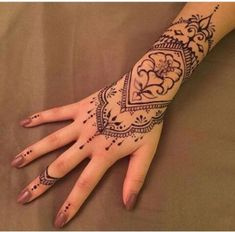 To many people, tattoos are exotic and daring things to get into. Henna Inspired Tattoos, Small Henna Tattoos, Mandala Hand Tattoos, Wrist Tattoos, Finger Tattoos, Hand Henna, Body Art Tattoos, Tattoo Drawings, Woman Tattoos