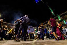 La pizzica balla sotto i lampioni di San Luigi di Calimera