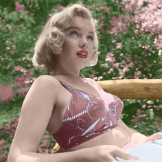 Marilyn Monroe photo from her rare, LIFE magazine shoot, taken on August 8,1950 by Ed Clark.