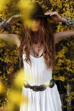 boho, feathers + gypsy spirit x Gypsy Style, Hippie Style, Bohemian Style, Boho Chic, Shabby Chic, Hippie Bohemian, Hippie Chic, Boho Gypsy, Boho Inspiration