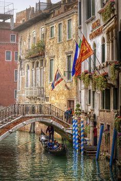 Venice, Italy. Bijna weer een indentieke brug in Venetië.