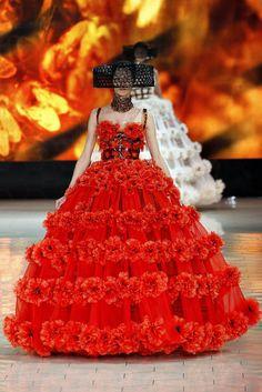 Alexander McQueen Spring 2013 Ready-to-Wear Fashion Show