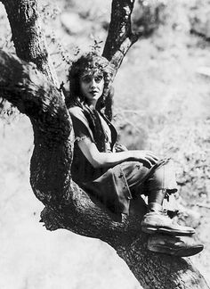 kittypackards:  candid shot of Mabel Normand on the set of Mickey. (1918)