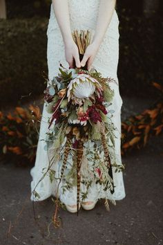 Today& rich Autumn wedding inspiration is an eclectic blend of old world elegance with a moody modern twist. A luxe colour palette of purples, te. Bouquet Bride, Bridal Bouquet Fall, Flower Bouquet Wedding, Protea Bouquet, Bridal Bouquets, Cheap Wedding Flowers, Floral Wedding, Fall Wedding, Autumn Wedding Flowers