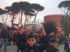 Voglio giocare a rugby, ma solo per il terzo tempo. Aneddoti, riflessioni e risultato della nostra partita durante Italia-Inghilterra del 6 Nazioni  http://www.motelospiegoapapa.it/2016/02/15/il-terzo-tempo-del-rugby-e-un-modo-di-pensare-pulito.html