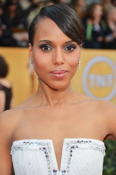 Kerry Washington : When it comes to seriously smoky eye makeup, Kerry Washington knows how it's done. Makeup artist Matthew Vanleeuwen used a plum shadow in the crease and under the eye then added a silver lilac shade on the lid all from the Chanel Quadra palette in Vanités.