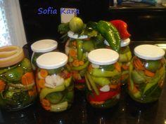 Ηρθε ο καιρος για να φτιάξουμε τοτουρσι μας! Μικρες αγουρες ντοματες ,πρασινες και κοκκινες πιπεριες, σκορδα, καροτα ,σελινο, ρεβυθια και κουνουπιδι θα κλειστούν σε βαζάκια και θα συντροφευσουν την ηρώικη φασολάδα μας τα κρύα μεασημέρια