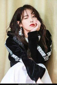 K-Pop Babe Pics – Photos of every single female singer in Korean Pop Music (K-Pop) Iu Fashion, Korean Fashion, Korean Celebrities, Celebs, Korean Girl, Asian Girl, Korean Beauty, Asian Beauty, Cosmic Girl