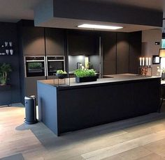 New kitchen decor grey dark ideas Grey Kitchen Designs, Modern Kitchen Design, Interior Design Kitchen, Room Interior, Open Plan Kitchen Living Room, Home Decor Kitchen, New Kitchen, Dining Room, Awesome Kitchen