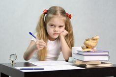 25 сайтов, с которыми родителям не страшна школьная программа: [b]Универсальные помощники[/b]     • Интернет-урок - http://interneturok.ru — видеоуроки по основным школьным предметам за 1-11 классы в