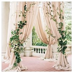 How gorgeous is this greenery floral work? We love the idea of playing with just leaves and no flowers at all. Super sophisticated!