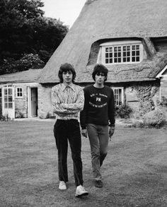 British musicians Mich Jagger and Keith Richards of the rock group The Rolling Stones walk in the garden of Redlands, Richards' Sussex house, after the disclosure of their sentences for drug. Get premium, high resolution news photos at Getty Images Keith Richards, Mick Jagger, Adele, A Saucerful Of Secrets, Rolling Stones Music, Rollin Stones, Ronnie Wood, Charlie Watts, Rock Groups