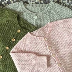 Charlie Baby Cardigan Jacket pattern by marianna mel Cardigan Bebe, Baby Cardigan Knitting Pattern, Knitted Baby Cardigan, Knit Baby Sweaters, Baby Knitting Patterns, Knitting For Kids, Pull Bebe, Cute Baby Clothes, Creations